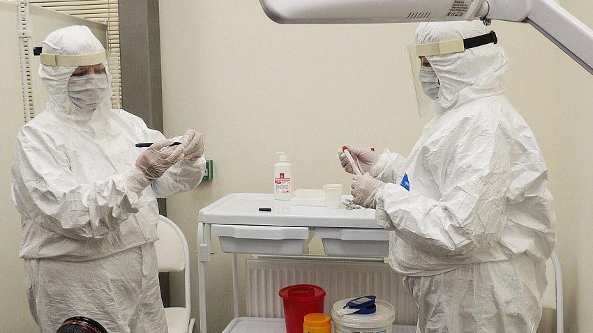В аэропортах Челябинска и Магнитогорска берут анализы на коронавирус у всех прилетающих