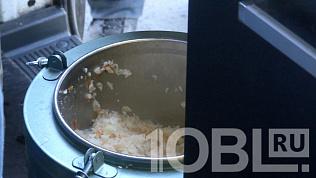 Волонтеры продолжают кормить бездомных во время карантина