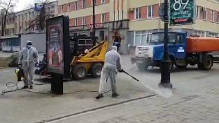Скульптуры на Кировке приняли душ с дезинфекцией