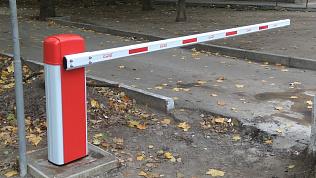 Нетрезвый водитель протаранил шлагбаум в Челябинске