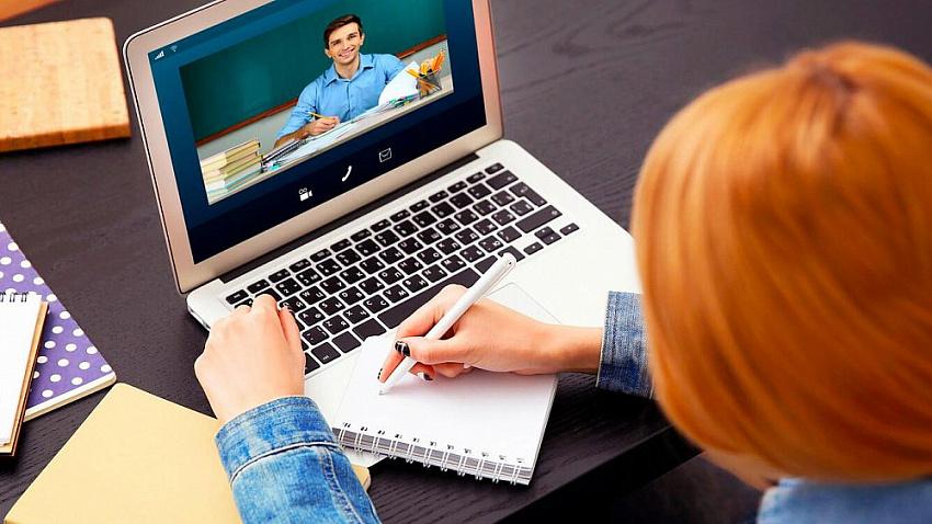 Выпускники 11 и 9 классов смогут пройти пробный экзамен онлайн