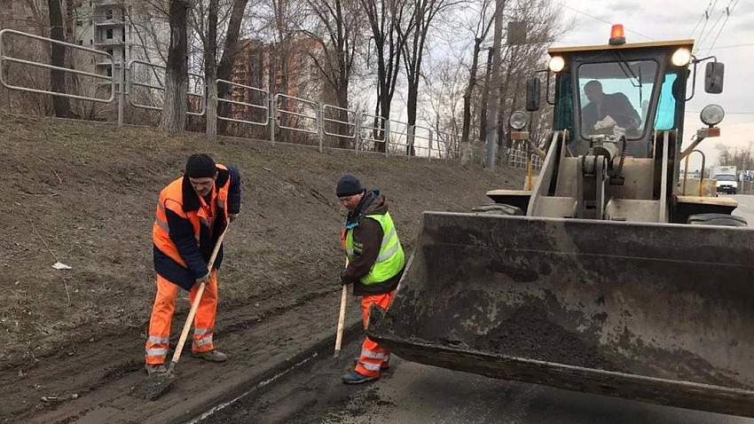 Глава Челябинска просит добавить лоска в весеннюю уборку улиц