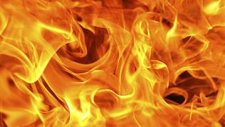 В гаражах правительства в центре Челябинска произошёл пожар