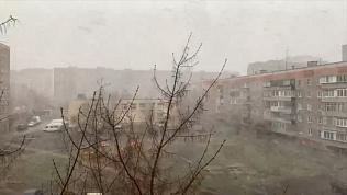 В Магнитогорске буря срывает крыши: видео грозной стихии