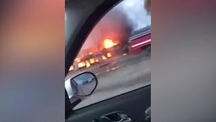 Пожар на трассе М-5: видео горящих киосков снял очевидец