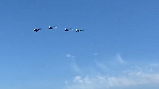 Полёт боевых бомбардировщиков над Челябинском сняли на видео