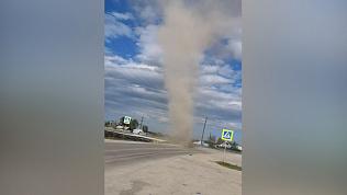 Песчаный смерч сняли на видео в Челябинской области