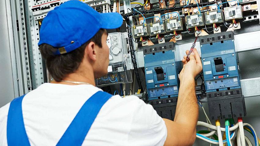 Услуги электрика: где найти профессионала