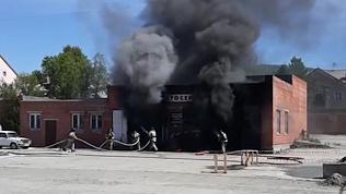 В Миассе очевидец снял на видео тушение пожара, в автосервисе
