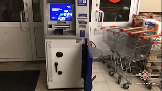 Более 12 миллионов рублей вынесли из банкоматов двое южноуральцев в Челябинске и Кургане