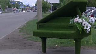 Зелёный рояль попал на видео в Тракторозаводском районе