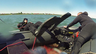 Спасатели сняли видео подводных учений на озере Касарги
