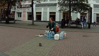 Уличные артисты Челябинска попали на видео