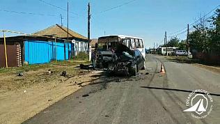 Легковой автомобиль влетел в автобус на территории Аргаяшского района