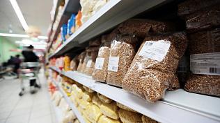 В Челябинске две торговые сети снизили цену на гречку после скандала