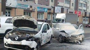Четыре человека пострадали в столкновении «легковушек» в Челябинске
