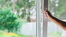 Трехлетняя девочка выпала из окна многоэтажки в Магнитогорске