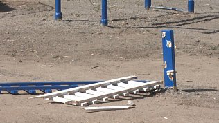 В Миассе вандалы разрушили детскую площадку
