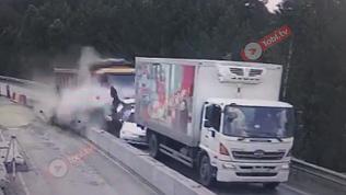 Видео столкновения на М-5: целая колонна автомобилей подмята под грузовик. 18+