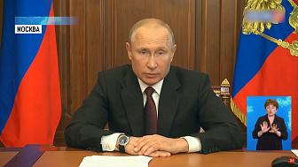 Владимир Путин продлил выплаты медикам