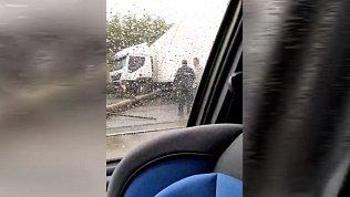Большегруз в Магнитогорске сбил столб и остановил движение трамваев