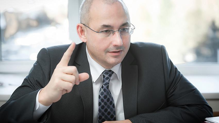Александр Кузнецов: «Мы продолжаем уходить от только бумажных учебников, переходим к электронным»
