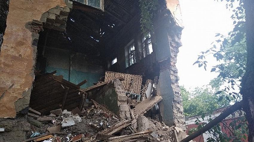 В Златоусте рухнул аварийный дом