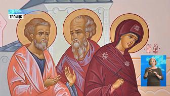 Стены женского монастыря украсили иконами