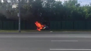 В Челябинске такси загорелось после ДТП