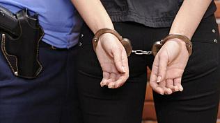 Около двух килограммов наркотиков изъяли у женщины в Челябинске