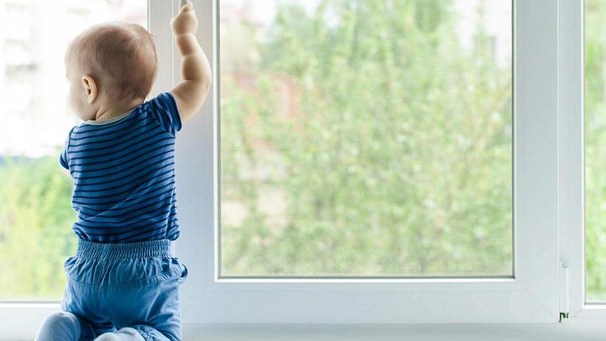 И снова окна, и снова дети: юные южноуральцы выпали из окон в Челябинской области