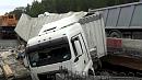 Фура упала на ремонтируемый участок трассы в Златоусте