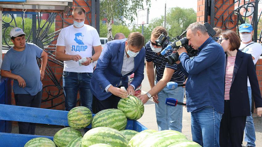 Общественники провели проверку арбузов и дынь на рынках Челябинска