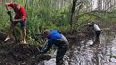 Добровольцы прочистили русло на озере Большой Кисегач