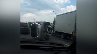 От удара упал на бок: видео аварии на автодороге Меридиан