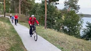 Велосипедная прогулка вместо официального визита: видео с Алексеем Текслером