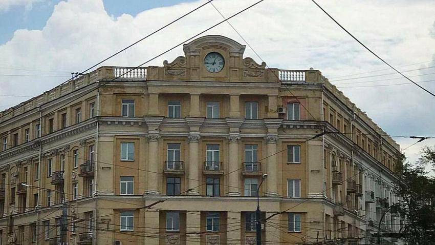 На площади Революции в Челябинске установили новые часы