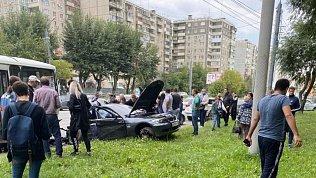 БМВ протаранил маршрутный ПАЗ в Челябинске. Есть пострадавшие