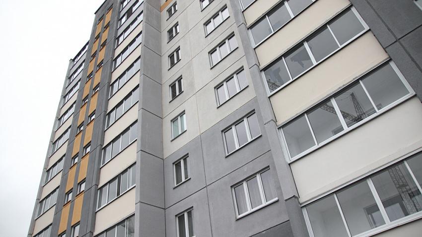 Переселенцам из Еманжелинского района вручили ключи от новых квартир в «Парковом»