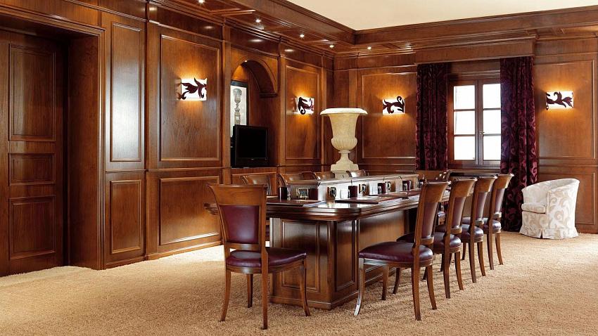 Классические кабинеты на заказ из массива и шпона дерева