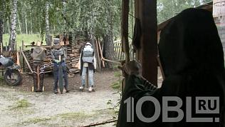 Байкеров, мечи и луки из дерева изготавливает житель Миасса