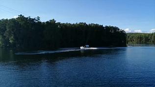 Новое водное развлечение попало на видео на озере Тургояк