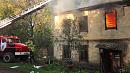 Расселенная двухэтажка вспыхнула в Копейске