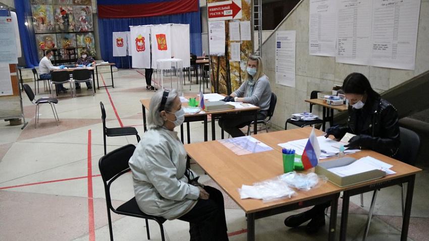 Почти сто сигналов о нарушениях на выборах поступило в Общественную палату