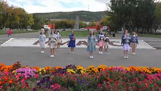 Мамочки из Миасса исполнили танец вместе с младенцами: видео флэшмоба