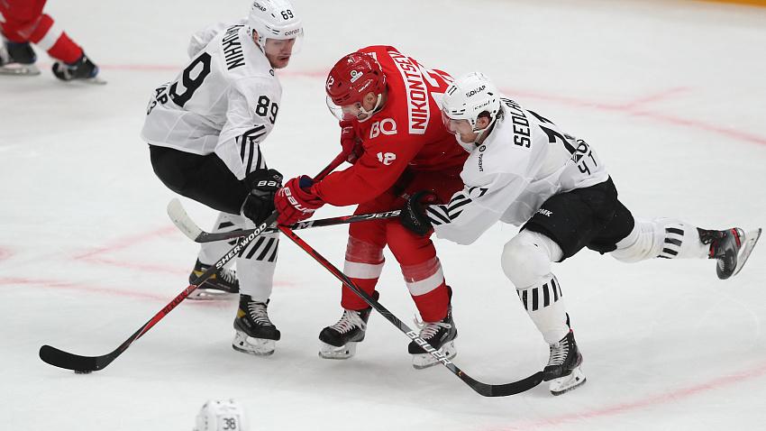 «Трактор» впервые за четыре года победил московский «Спартак» на столичном льду