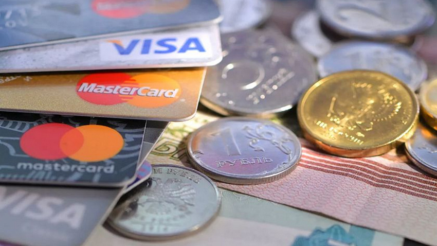 Банки России начали переводить зарплаты по номеру телефона