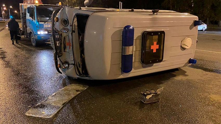 «Газель» перевернула машину скорой помощи