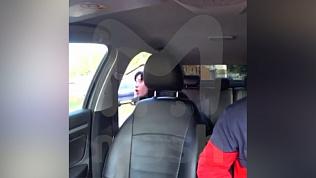 Видеорегистратор в такси снял жуткую сцену обращения матери с родным ребёнком
