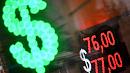 Обвал рубля зафиксирован на московских биржах